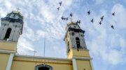 Palomas sobrevolando la Catedral Basílica Menor de Colima | Foto: El Noticiero de Colima (William Valdez Verduzco)