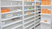 Anaqueles casi vacíos de medicinas | Foto: Especial