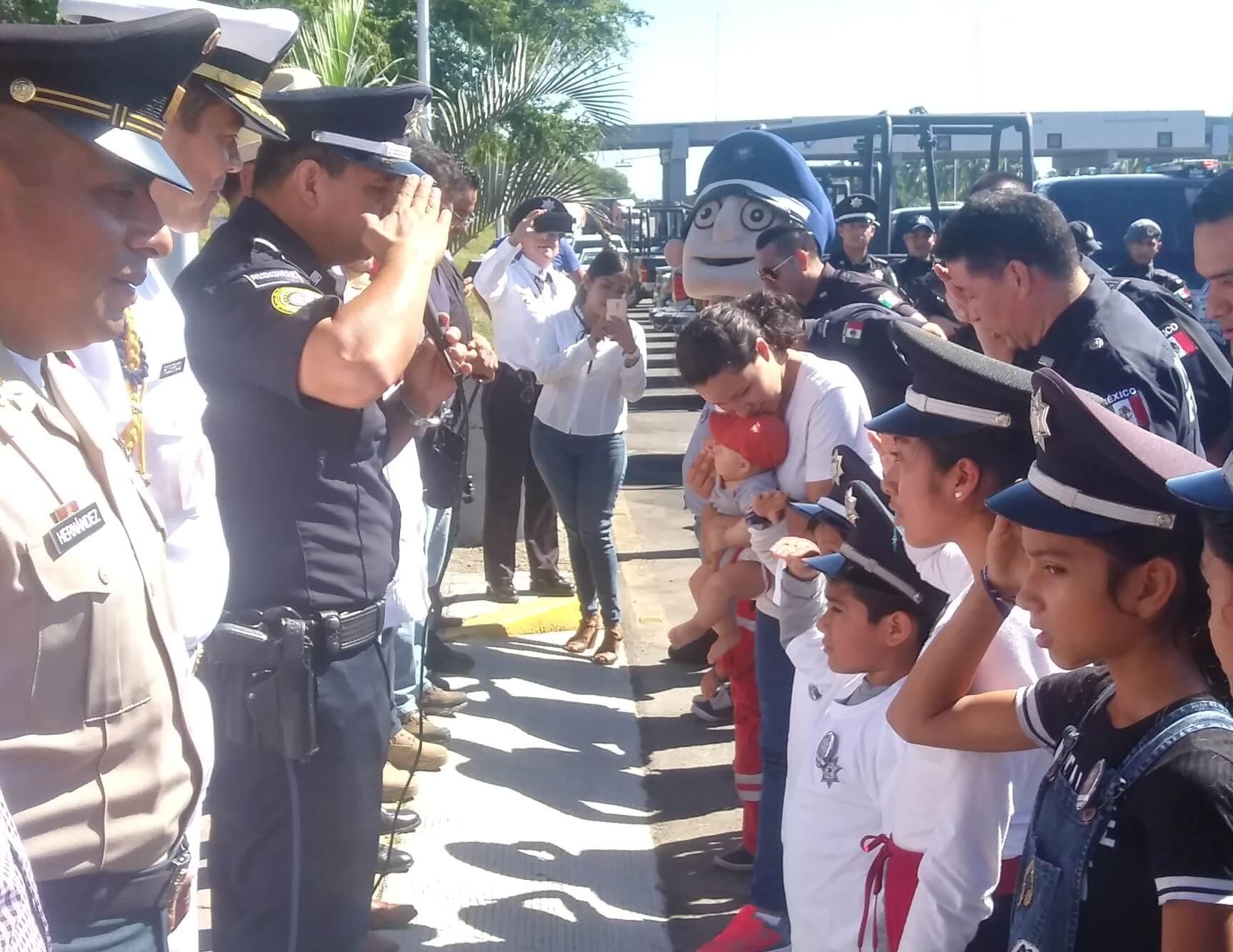 Participación de menores en el arranque del operativo de seguridad decembrino | Foto: El Noticiero de Manzanillo