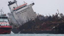 Aulac Fortune, el buque petrolero que se incendió en Hong Kong   Foto: Especial