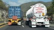 Pipa transportando gasolina en la autopista Colima-Guadalajara | Foto: El Noticiero de Manzanillo