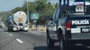 Caravana de pipas cargadas con gasolina, trasladándose de Manzanillo a Guadalajara | Foto: El Noticiero de Manzanillo