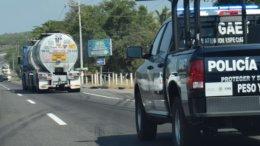 Caravana de pipas cargadas con gasolina, trasladándose de Manzanillo a Guadalajara   Foto: El Noticiero de Manzanillo