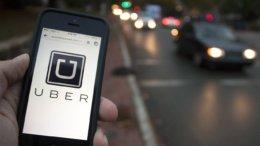 Usuario utilizando la plataforma de Uber | Foto: Especial