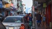 Mujeres caminando por las calles del centro de Manzanillo | Foto: El Noticiero de Manzanillo