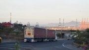 Tráiler de doble remolque ingresando a Manzanillo | EL Noticiero de Manzanillo