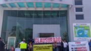 Manifestantes clausuraron simbólicamente las oficinas en rechazo por el nuevo director | Foto: Especial