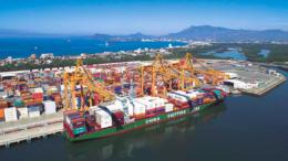 Buque en la TEC-II del puerto de Manzanillo | Foto: Especial