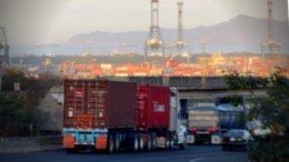 Miles de 'fulles' entran y salen diario del puerto de Manzanillo | Foto: William Valdez Verduzco