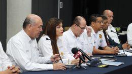 Autoridades estatales y federales en el puerto de Manzanillo   Foto: Especial