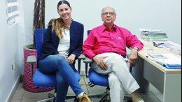 Miroslava Lohr acompañada del director de El Noticiero   Foto: El Noticiero de Manzanillo