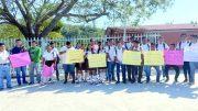 Alumnos y Maestros de la telesecundaria de Miramar, Manzanillo | Foto: El noticiero