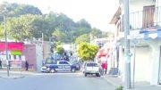 Elementos de las corporaciones policiacas acordonaron la zona para que peritos del Ministerio Público realizaran las primeras indagaciones de este hecho | Foto: Jesús Lozoya