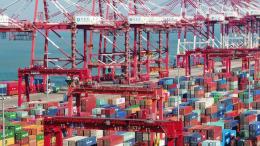 El tiempo promedio de espera para el zarpe de buques portacontenedores en Ningbo-Zhoushan, China, –el tercer puerto líder global por capacidad contenerizada anual– aumentó a más de 60 horas en la segunda semana de febrero, 20 horas más que a principios de enero | Foto: Instituto de Envíos Internacionales de Shanghái