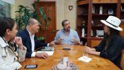 En reunión de trabajo, Mara Íñiguez, secretaria estatal de Turismo y Héctor Mora, director de API Manzanillo, acompañados de la delegada Andrea Naranjo y el asesor Jesús Granados, de la Sectur Colima   Foto: William Valdez Verduzco