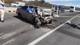 Los hechos ocurrieron en el kilómetro 70+200 de la carretera Guadalajara-Colima, cuando un vehículo Nissan Sentra color plata y con placas de Colima, en el que se trasladaban 5 personas, una de ellas, una menor de 6 meses de edad, chocó por alcance contra un camión de carga | Foto: El noticiero