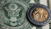 Dolar y peso mexicano | Foto: Especial