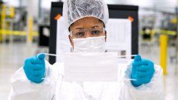 En México, General Motors producirá 1.5 millones de cubrebocas y Volkswagen desarrollará un prototipo propio de ventiladores médicos.  Foto: Especial