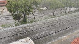 Una gran tormenta acompañada de granizo, sorprendió hace unos minutos a los jaliscienses. |Imágenes: Gerry Vallejo.