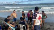 Los hechos ocurrieron en la Playa La Boquita, en Manzanillo; fue trasladada inconsciente, en una ambulancia de Cruz Roja a recibir atención médica hospitalaria. |Foto: Jesús Lozoya Baeza.