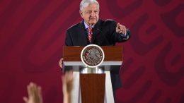 El presidente López Obrador, señaló que es importante promover inversiones y dar mucha información a los empresarios que tienen interés en México, a lo que añadió que ya la mesa está puesta para que haya más inversión y se generen empleos.