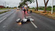 La mujer, con 7 meses de embarazo salió disparada de la moto que derrapó, por lo que tuvieron que esperar la llegada de los paramédicos de la Cruz Roja para que le brindara los primeros auxilios.