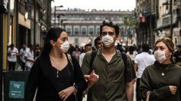 La Organización Mundial de la Salud informó este viernes que crisis derivada de la pandemia de coronavirus podría durar hasta dos años.