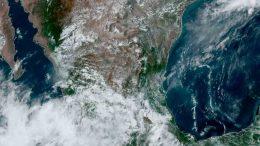 A pesar de ello, durante la tarde y noche de este viernes mantendrá lluvias torrenciales en Baja California Sur, Jalisco, Nayarit y Sinaloa; intensas en el sur de Sonora.
