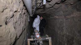 Es un pasadizo clandestino entre Sonora y Arizona con ventilación, electricidad, iluminación, agua, extractores y medios de transporte para el contrabando ilícito.