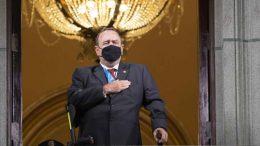 Alejandro Giammattei, presidente de Guatemala, anunció este viernes que se contagió de covid-19.