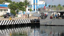 El cuerpo de un hombre apareció flotando en el mar, la mañana de este miércoles, donde se encuentran atracados los barcos de la Armada de México, en el Centro Histórico de la ciudad.