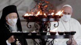 El sumo pontífice, con cubrebocas de por medio, encabeza en El Vaticano un servicio oración por la paz en todo el mundo junto a otros líderes religiosos