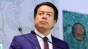 El aspirante a la presidencia de Morena dijo presentar síntomas leves.