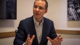 """Mediante un video en redes sociales, Anaya Cortes expresó: """"En el libro explico por qué abrir la puerta al capital privado puede ser muy peligroso y por qué no podemos dejar este tema tan delicado en manos de los legisladores de Morena, nos tenemos que involucrar en la discusión""""."""