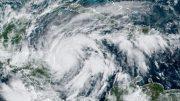 En la proyección de Conagua, el ciclón avanza sobre centroamérica y sale después en territorio mexicano, sobre Quintana Roo, al menos, y acaso algunos límites con Campeche y Yucatán.