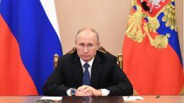 """El portavoz del Kremlin recordó que el presidente ruso """"ha dicho en reiteradas ocasiones que respetará cualquier elección del pueblo estadounidense y estará dispuesto a trabajar con cualquier presidente de Estados Unidos""""."""