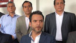 El alcalde morenista, Francisco Villalobos libró la prisión preventiva porque llevaba un amparo. Está acusado del delito de cohecho a través de inspectores en agravio de dos empresarios a quienes solicitaron 200 mil pesos.