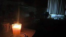 El Cenace señaló que las interrupciones al servicio eléctrico se harán entre las 6:00 de la tarde a 11:00 de la noche; del primer apagón ocurrido ayer, más de un millón de usuarios continuaban sin luz.