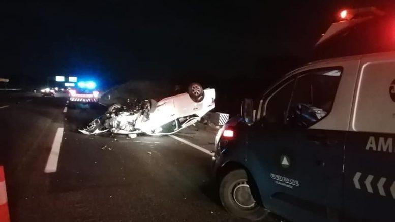 Los hechos ocurrieron la madrugada de este domingo, cuando el auto sedan color blanco volcó, acudieron en su apoyo, personal de Protección Civil y Bomberos del municipio de Cuauhtémoc.