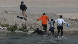 La patrulla fronteriza informó que el menor de 9 años fue encontrado junto con otros tres el pasado 20 de marzo cerca del Río Bravo.