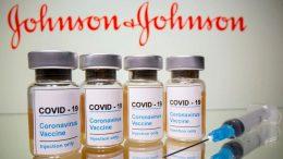 Los empleados de una planta de Baltimore que fabrica dos vacunas contra el coronavirus combinaron accidentalmente los ingredientes de las dosis hace semanas, por lo que arruinaron alrededor de 15 millones vacunas de Johnson & Johnson y obligaron a los reguladores a retrasar la autorización de las líneas de producción de la planta.