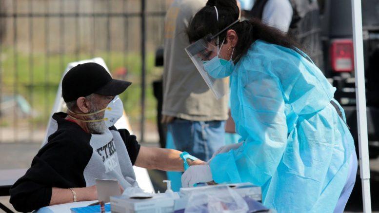 Las autoridades sanitarias han reiterado que ninguna vacuna es perfecta y que se esperaban contagios en algunas de las personas ya vacunadas.