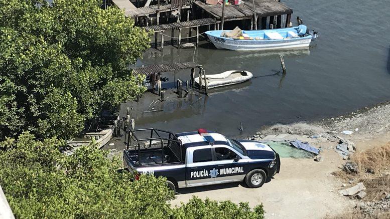 Se trata de un joven de aproximadamente 25 años, que fue localizado a la altura de la colonia Punta Chica, en Manzanillo.