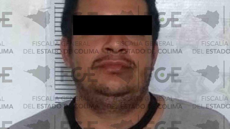 El imputado cometió el delito en agravio de un masculino en la localidad de Tamazula, siendo detenido en el municipio de Tecomán y entregado a las autoridades de Jalisco.
