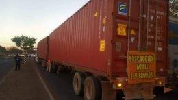 El conductor del camión con reporte de robo fue detenido en el acto. Esta unidad, había pasado la noche en uno de los patios del puerto de Manzanillo, había salido por la madrugada y fue alcanzado en Jalisco.