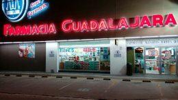 El imputado ingresó el pasado domingo a la Farmacia Guadalajara de la colonia Santa Elena y tras amenazar al cajero lo despojó del dinero de la caja, mercancía y su celular