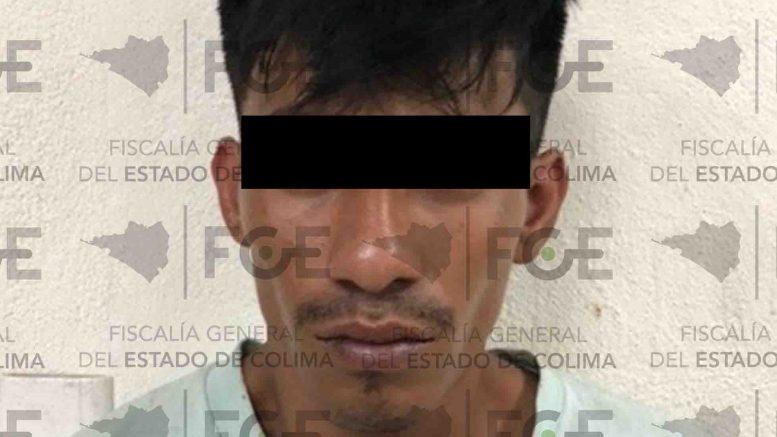 Fue detenido en la colonia Antonio Salazar Salazar de Tecomán, tras localizarle en el interior de su camisa, diversos envoltorios color azul con sustancia granulada al tacto, con características de ICE.