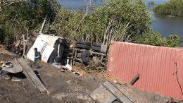 Pérdidas millonarias para el propietario del camión y de la carga, el chofer resultó ileso