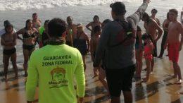 El fuereño ingresó al mar sin respetar las banderas rojas ni señales de peligro, 10 minutos duró el rescate.