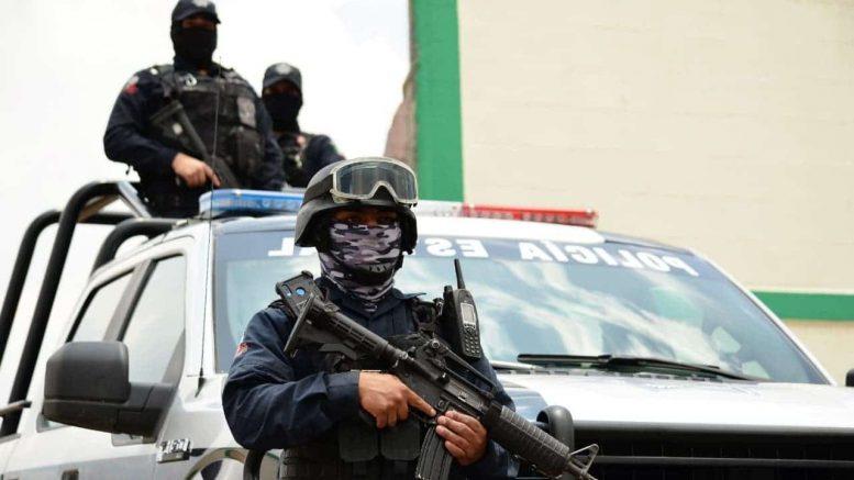 Hombres armados dispararon contra las personas sobre la calle Xallán, los tres hombres y la mujer fueron trasladados a un hospital.